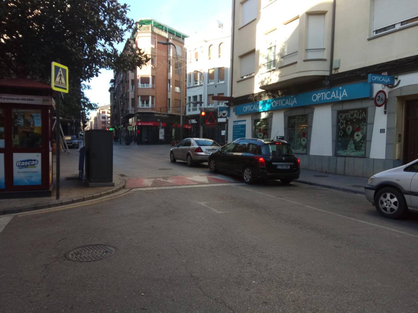El corte de tráfico los sábados en la Puerta Munillo se retrasa en invierno a las tres de la tarde