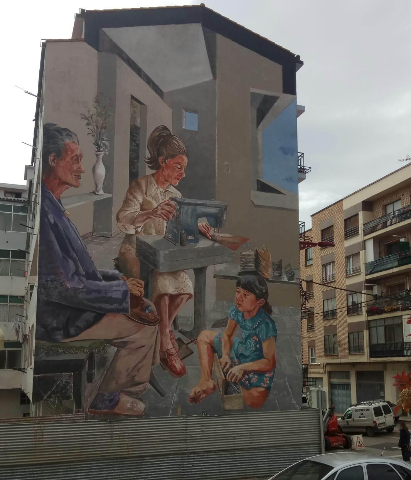 Un mural en la calle Este homenajea a la mujer trabajadora del sector del calzado arnedano