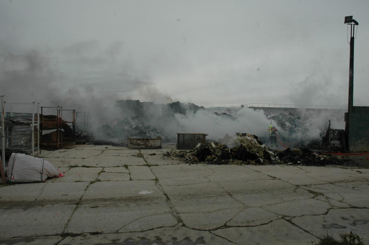 La Guardia Civil esclarece el incendio en la antigua planta de reciclaje de Pradejón