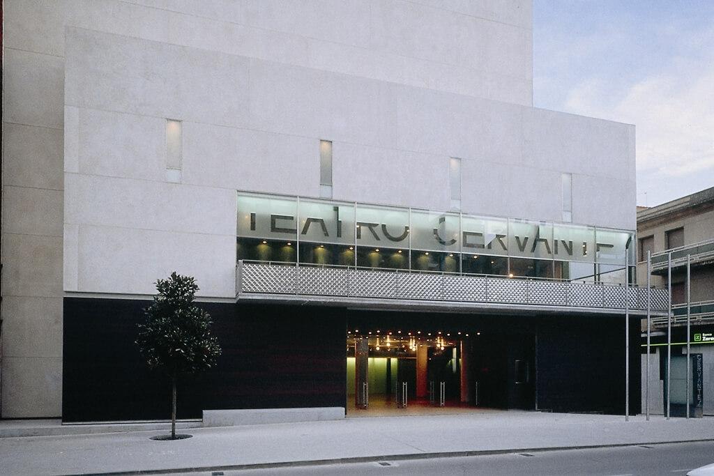 La Junta de Gobierno local aprueba varias cesiones de uso del teatro Cervantes en enero y marzo