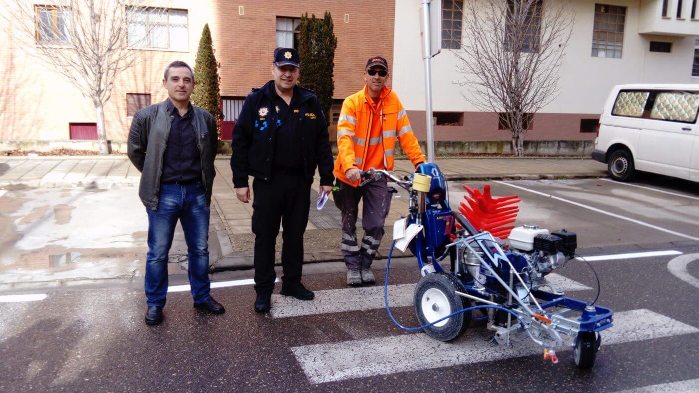 El ayuntamiento de Arnedo contrata provisionalmente servicio de grúa y adquiere máquina pintado de señalización vial