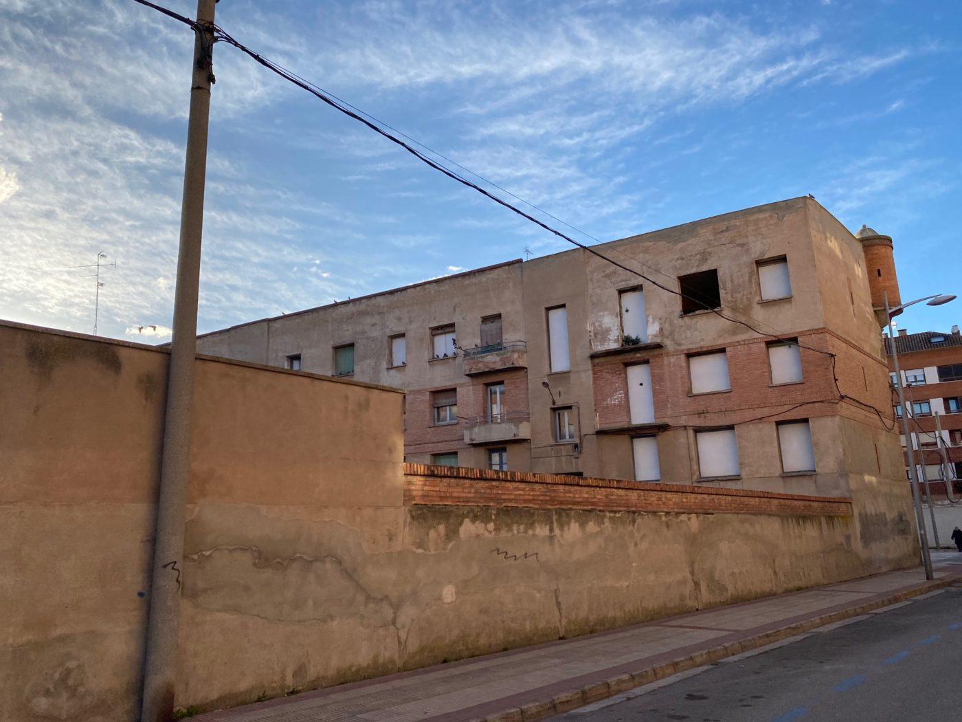 Vecinos y comerciantes del entorno del viejo cuartel de Calahorra trasladan su preocupación al ayuntamiento