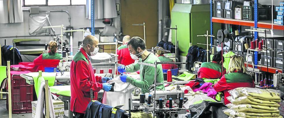 Arnedo fabricará inicialmente 75.000 batas, 180.000 gorros, 75.000 patucos y 3.750 equipos para UCIs