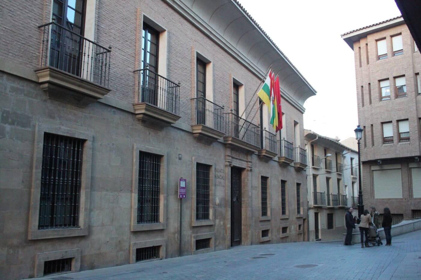 El ayuntamiento de Alfaro volverá a atender presencialmente al público a partir del lunes 15 de mayo, con cita previa y obligación de llevar mascarilla