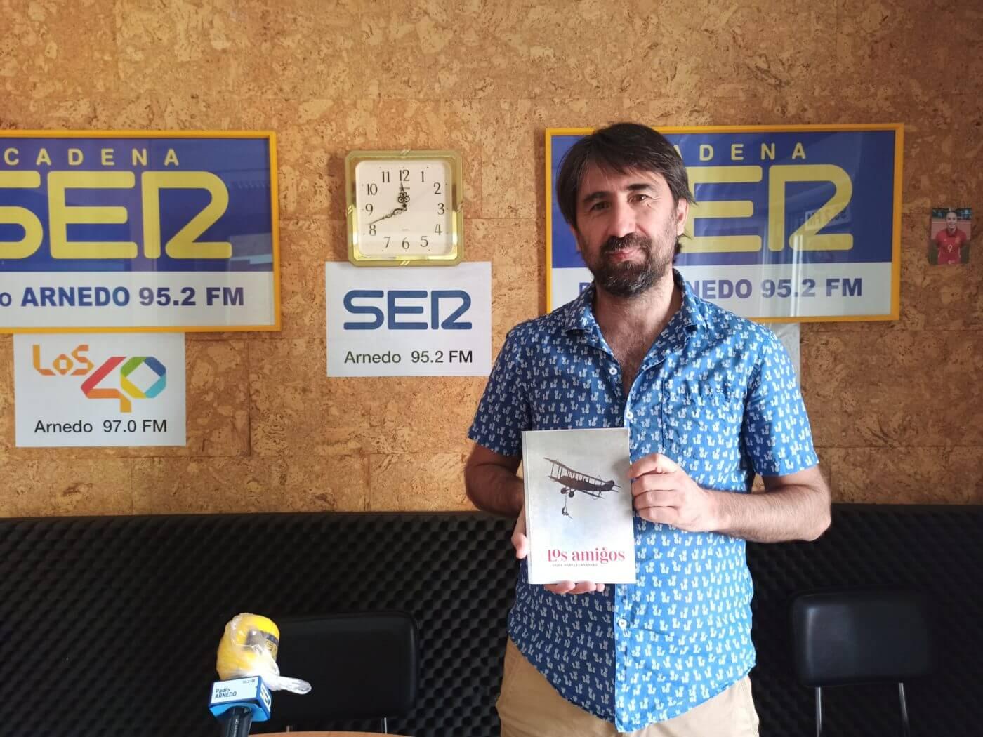 """El arnedano Ánjel Mari Fernández publica su primera novela, 'Los amigos', con el torero Diego Urdiales como """"origen y centro"""""""