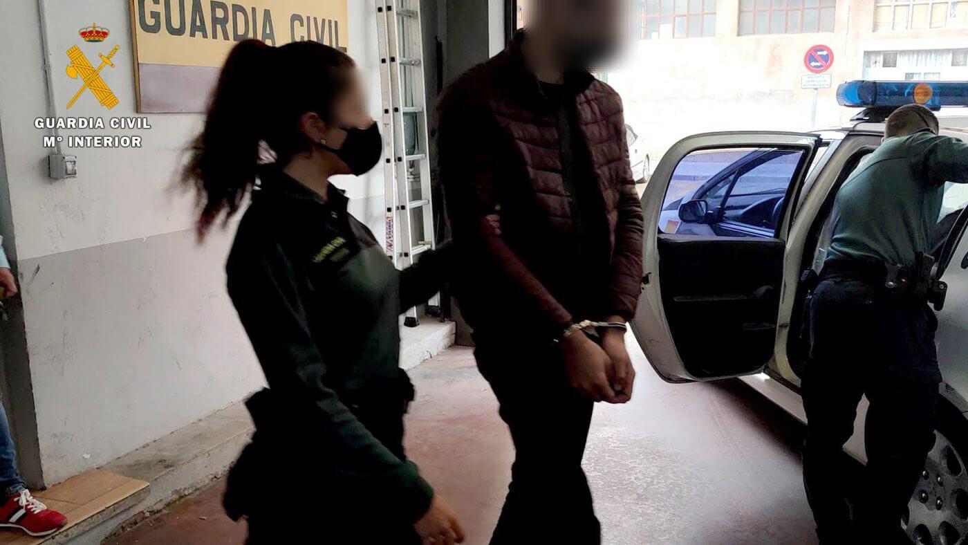 Lee más sobre el artículo Tres hombres detenidos por intentar atracar un establecimiento comercial de Arnedillo