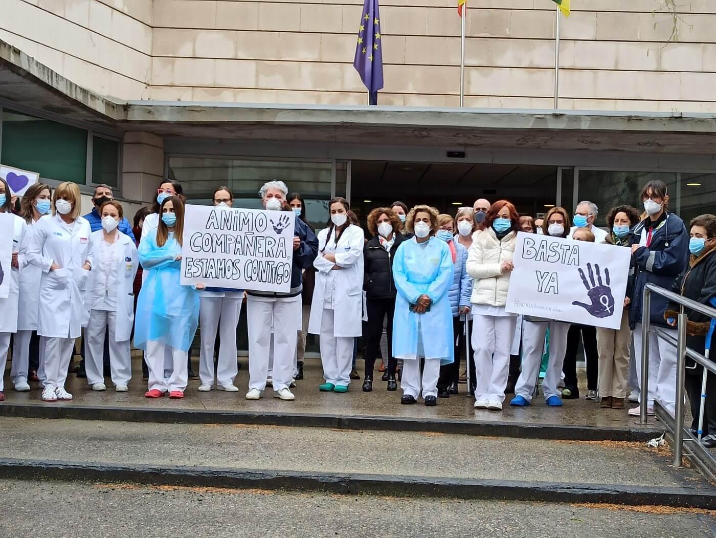 Decenas de personas condenan en Arnedo la agresión machista a una enfermera del Centro de Salud y el consultorio de Quel