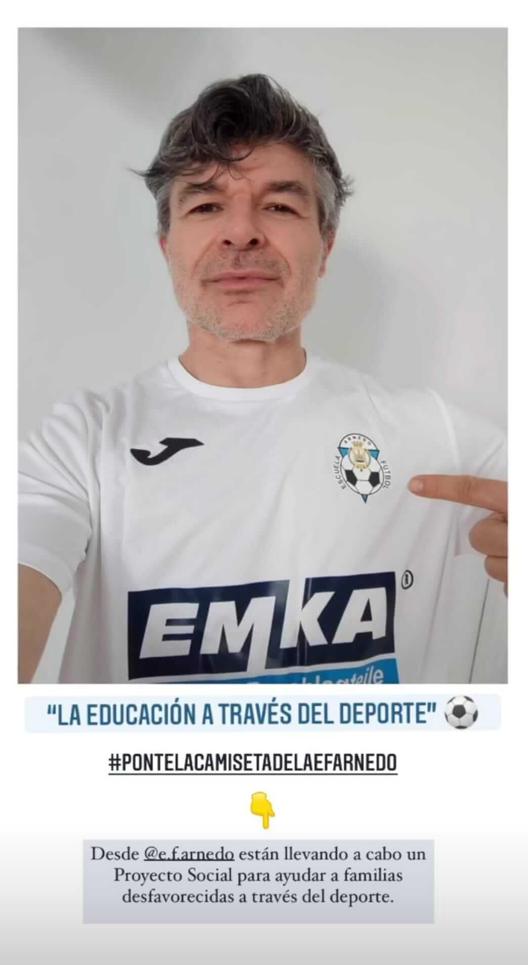 El actor calagurritano Nacho Guerreros se suma a la iniciativa 'Ponte la camiseta' de la Escuela de Fútbol de Arnedo
