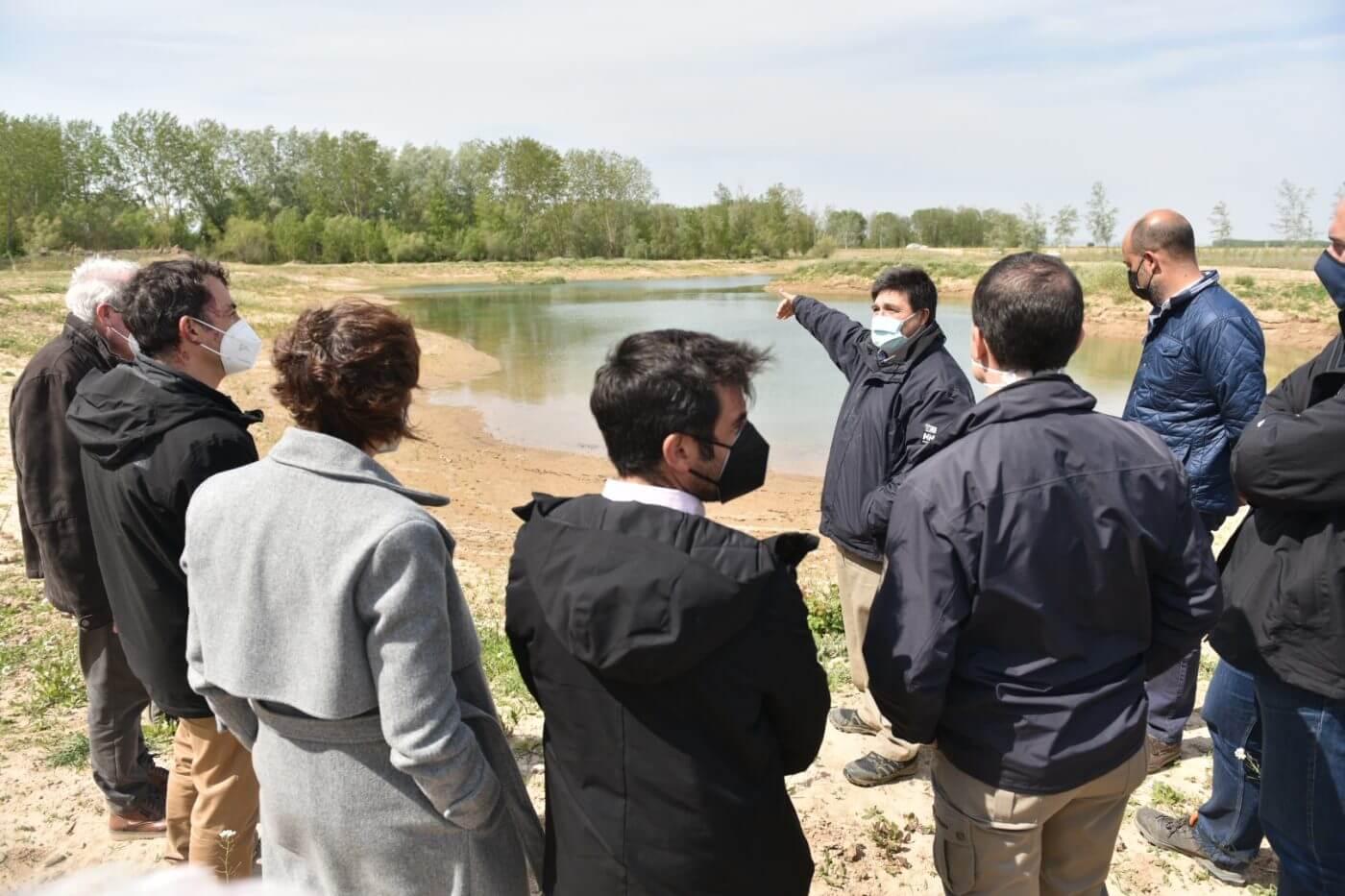 La CHE invierte 2,2 millones de euros en la zona fluvial alfareña de La Nava y 348.000 en el puente del canal de Lodosa en Calahorra