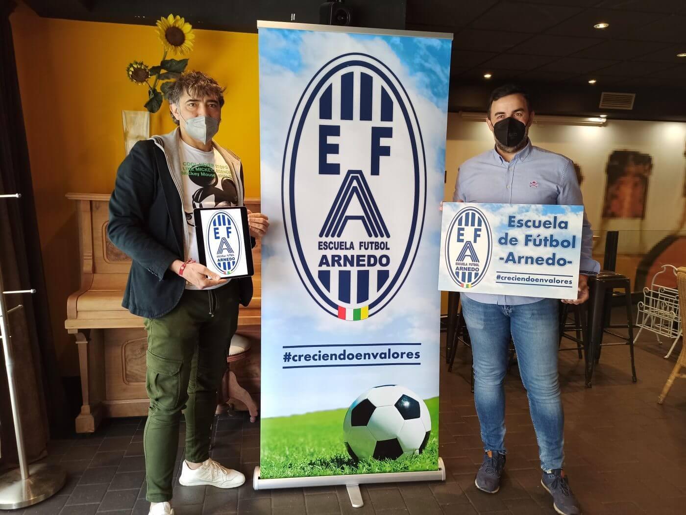 La Escuela de Fútbol de Arnedo presenta su nuevo escudo, realizado por su expresidente David Marín