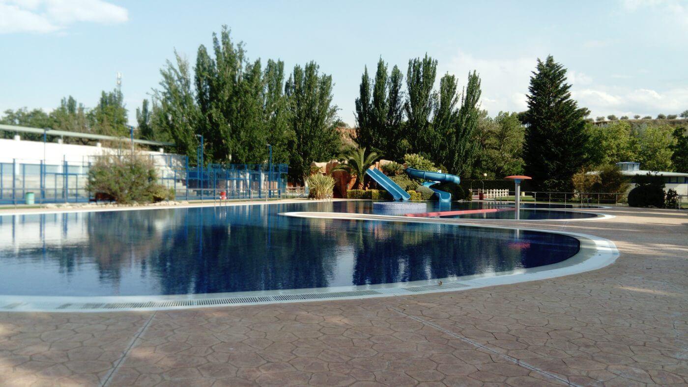 El alcalde de Arnedo afirma que se están preparando las piscinas municipales para su apertura en junio