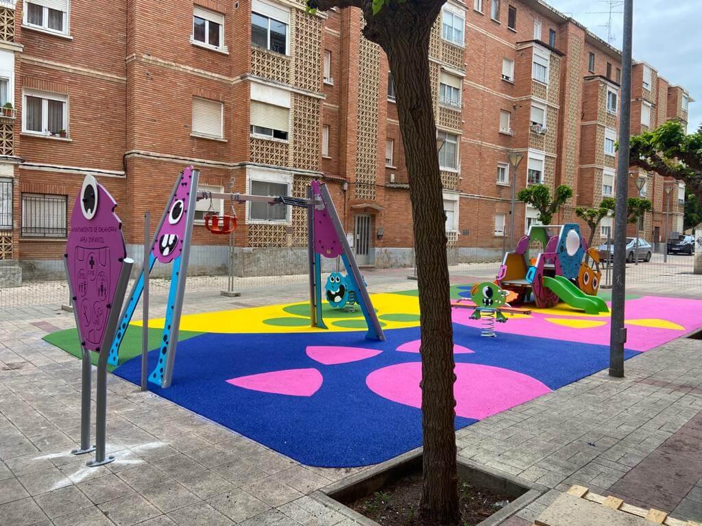 El Ayuntamiento de Calahorra invierte 16.430 euros en renovar los juegos infantiles de la calle Teniente Palacio