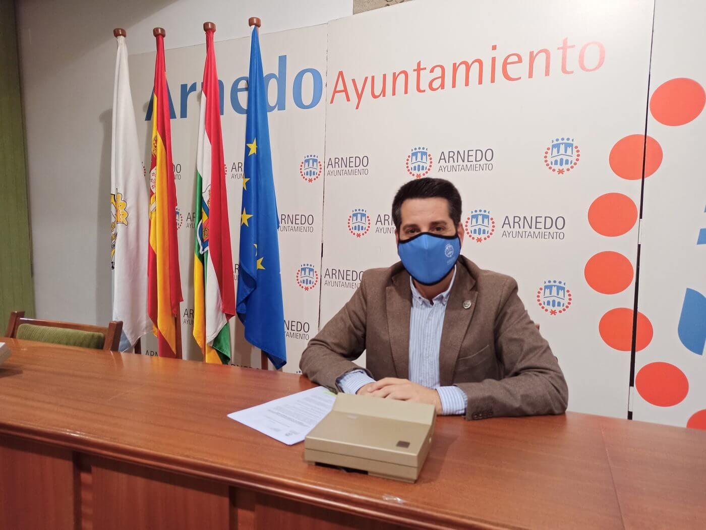 El alcalde responde al PP y asegura que el Ayuntamiento está pendiente de las obras que se ejecutan en Planarresano
