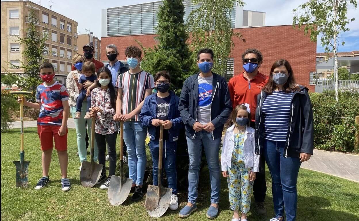 """El programa """"Apadrina un árbol"""" del Ayuntamiento de Arnedo cumple cuatro años con un centenar de árboles apadrinados"""