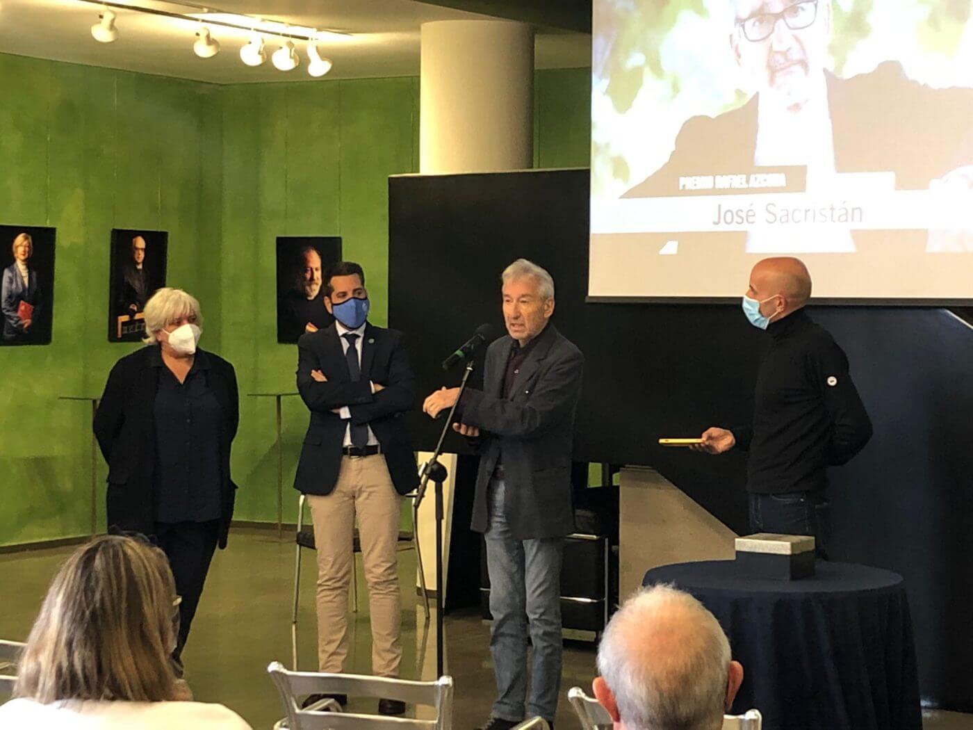Lee más sobre el artículo El actor José Sacristán recoge el Premio Rafael Azcona del 'Octubre Corto' y deja su huella en el Bulevar del Calzado