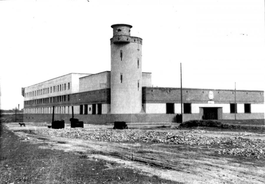 CALAHORRA antiguo cuartel foto byn