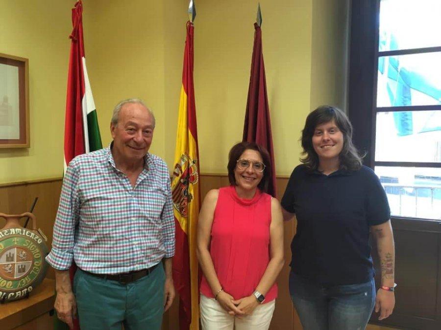 ALFARO concejala Festejos Raquel Pedraja con alcalde y pregonera